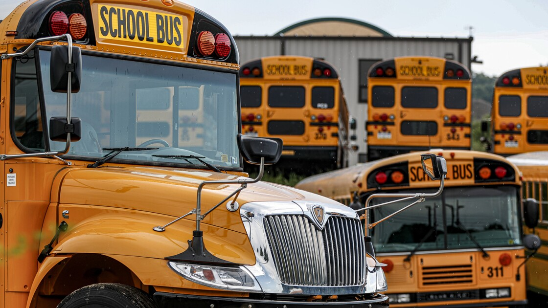 Hundreds of Conn. Bus Drivers Threaten to Walk Off the Job Over Vaccine Mandate